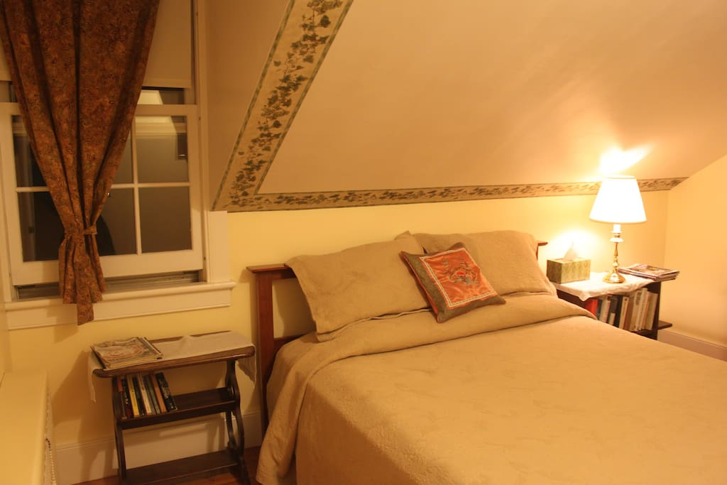 The Garden room is equipped with a queen bed.