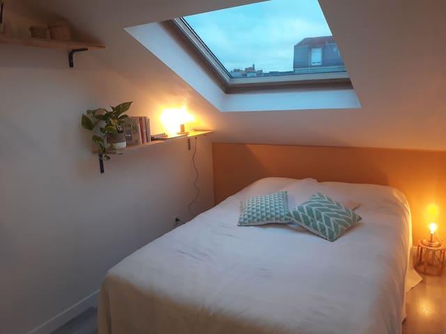 Chambre double cosy proche centre ville Reims.