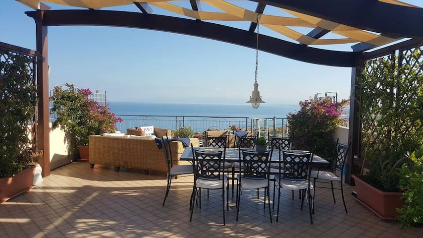 Pizzo, Penthouse with Seaview, pool - Pizzo - Lejlighed