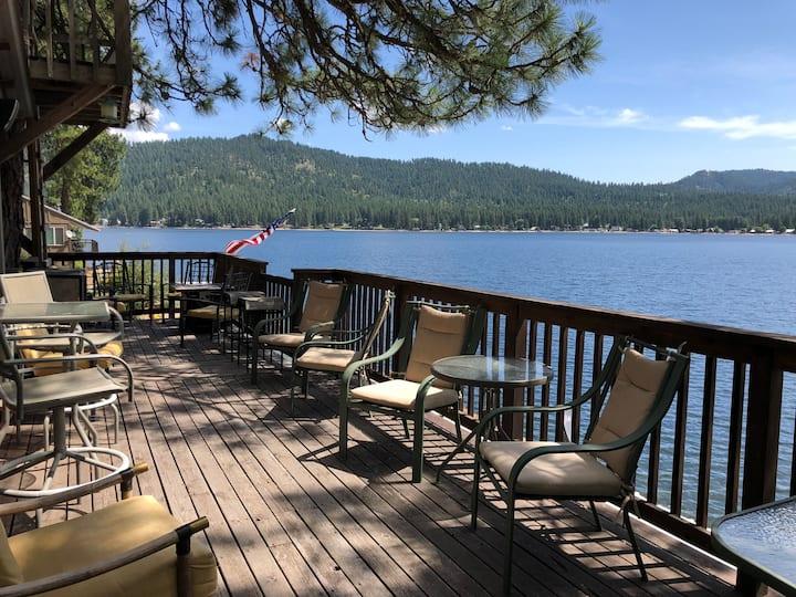 Lakefront Cabin on Deer Lake
