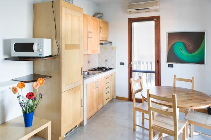Flatinrome Fiera - 4 apts - Parking and Free Wifi - Ponte Galeria-la Pisana - Apartamento
