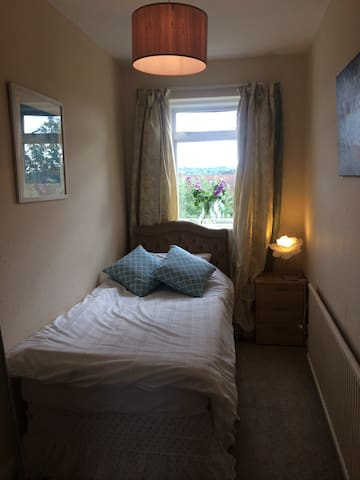 Cosy single room great location