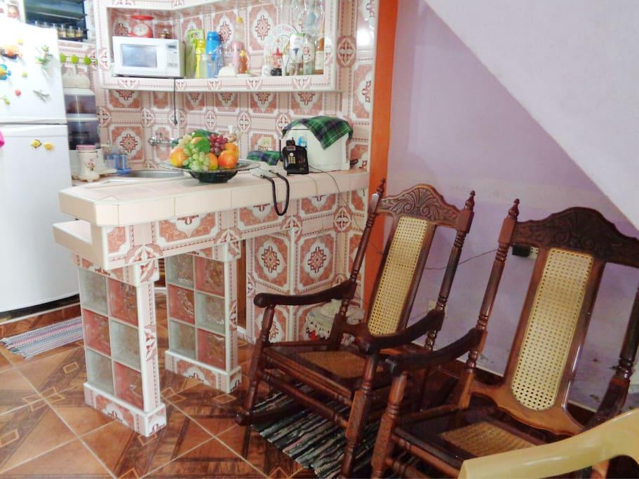 Living room: A detail of the room, a color harmony. Detalle de la sala, un oasis que refleja una armonía de colores.