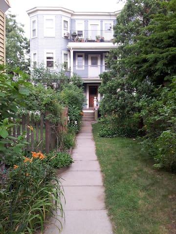Lovely, quiet home, close to Davis - Cambridge - Condominium