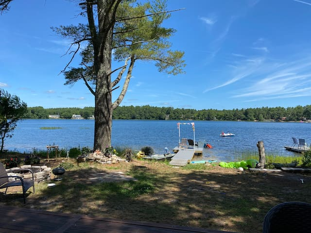 Blackmore pond, Private Waterfront  cottage