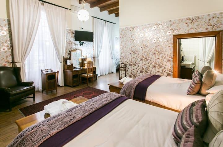 Matoppo Inn Guest House - Family antique room