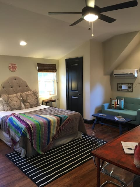 Private carriage house in the heart of Charlotte