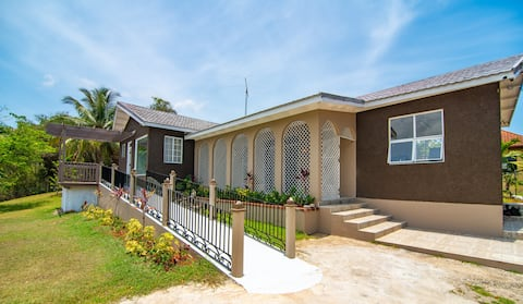Pineapple Palms - Cozy Villa