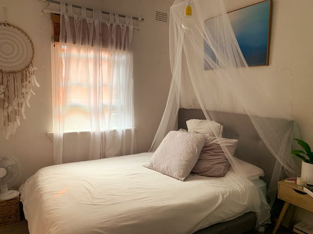 BEAUTIFUL COSY BONDI ROOM