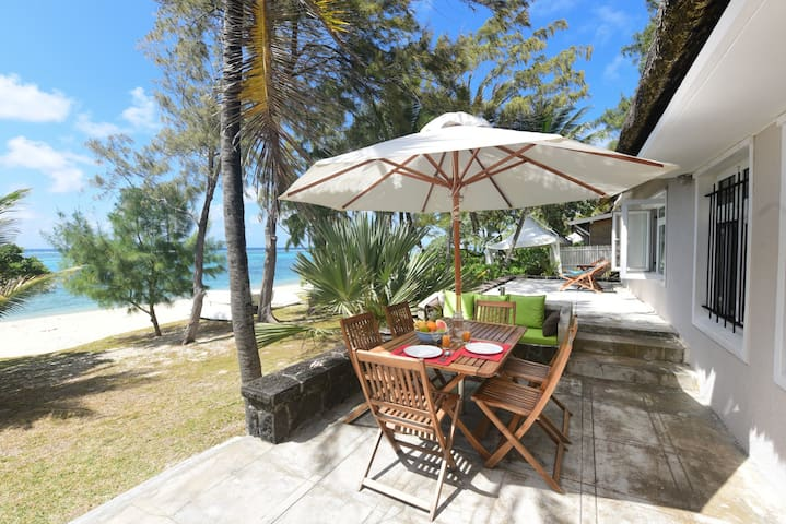 Cosy family beachfront villa - Pointe d'Esny - Villa