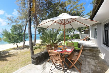 Cosy family beachfront villa - Pointe d'Esny