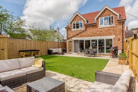 Gorgeous, dog friendly holiday home for up to 6!