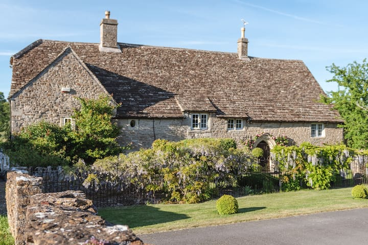 Medieval Farmhouse with Heated Pool, 7mi from Bath