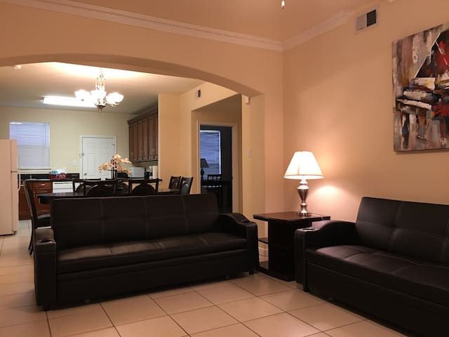3  bdrm,8 guests,2 bath,like new condo,(PHONE NUMBER HIDDEN) - Houston - Appartement