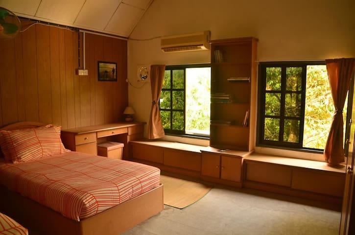 Akar Lima Kulim - Twin Single Room