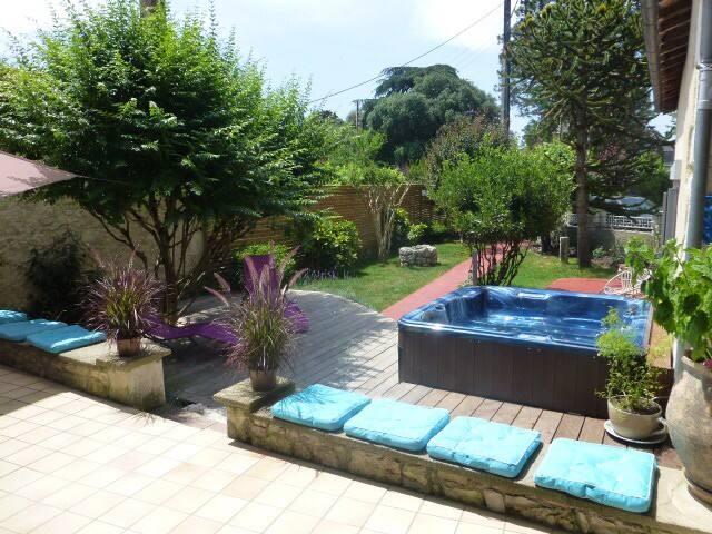 Luxury private suites in Eymet - Eymet - Bed & Breakfast
