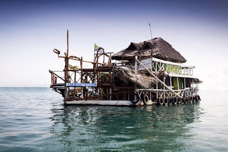 Comfy room in floating house - Cidade de Zanzibar - Casa