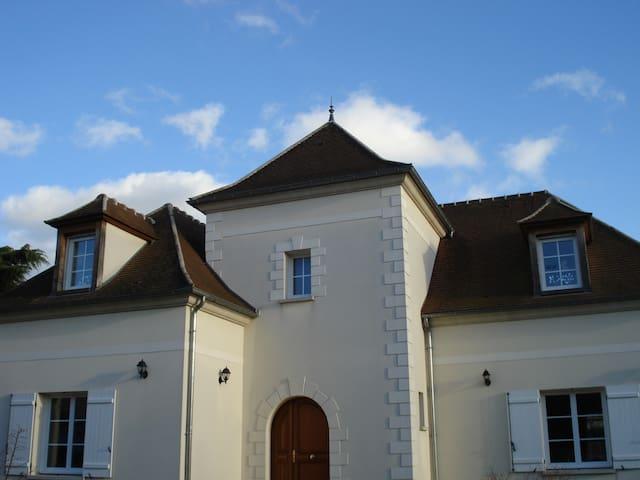 Grande maison à 30 min de Paris - Taverny - Huis