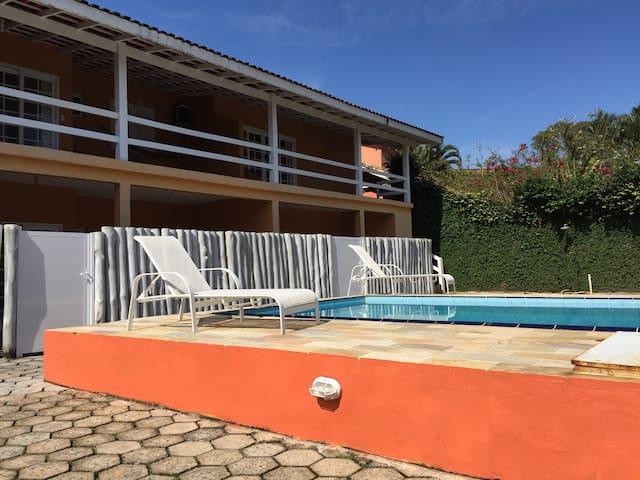Flat de 2 Suítes em residencial com piscina