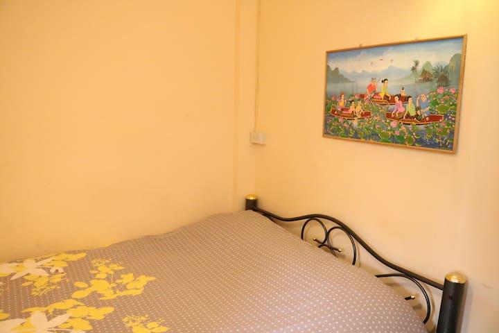 曼谷民宿ecohouse单人间 大床房 独立卫生间 空调 热水 干净 - กรุงเทพ - บ้าน