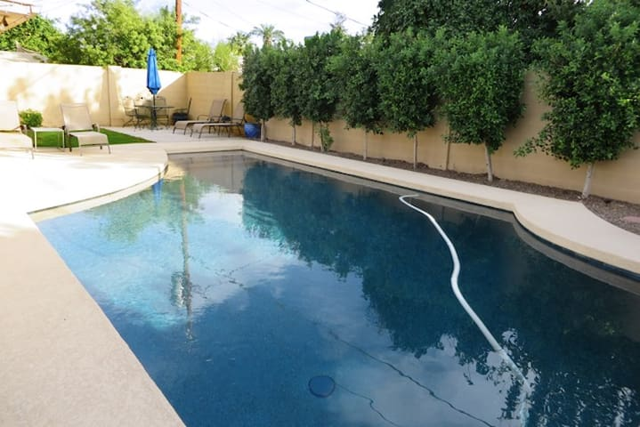 Sharp house with pool near Old Town & 101 freeway