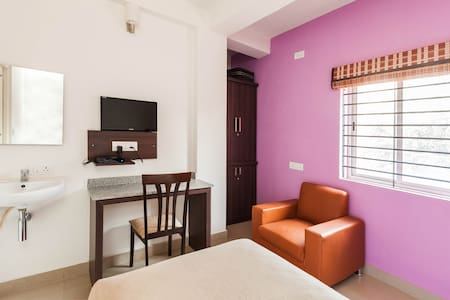 Topaz AC Single Room - Bangalore - Bed & Breakfast