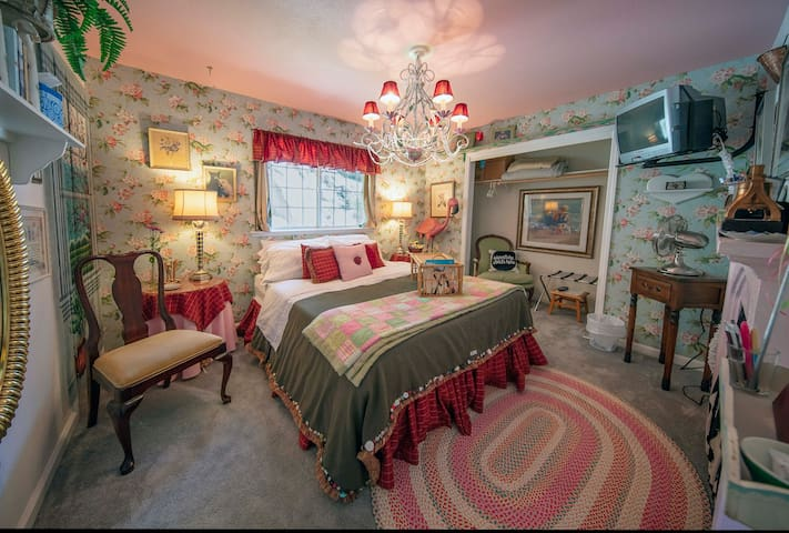 Sweet Dreams Room at Leaping Lizards Creek House