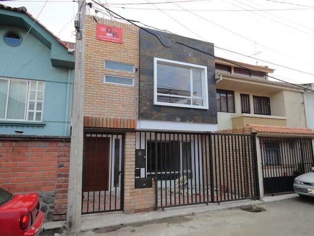 Habitaciones modernas con baño - Cuenca - House