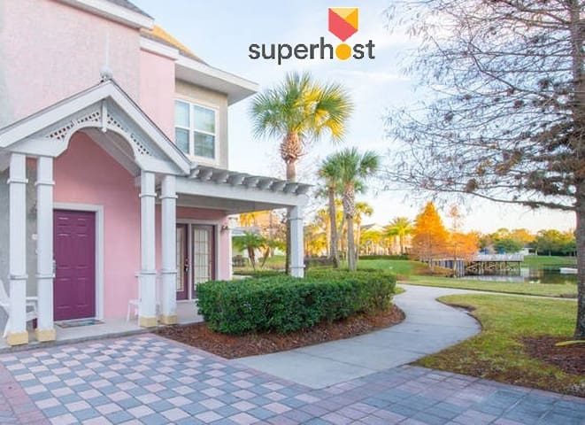 Beautiful & spacious near Disney