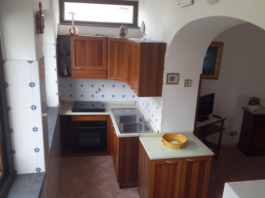 cucina panoramica ed attrezzata