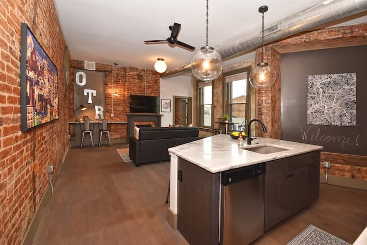 Stunning Condo in OTR, Free Parking Included!