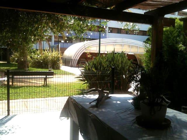 vivienda de dos alturas con jardin - València - Apartamento
