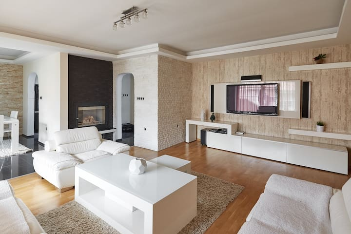 SkopjeLUX Apartments - 3 BedroomLUX - Skopje