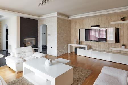 SkopjeLUX Apartments - 3 BedroomLUX - Üsküp