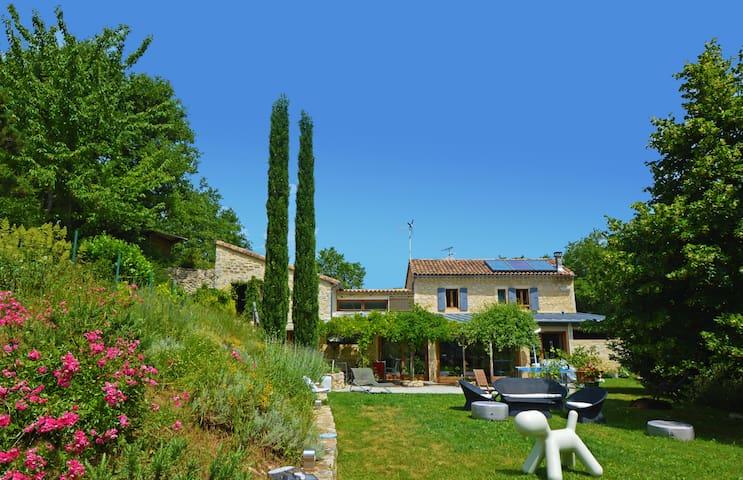 Villa dans les bois Piscine/Jacuzzi - Puygiron