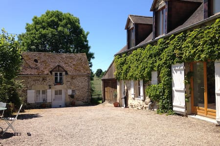 Large, Sunny Farmhouse Apartment - Brieux