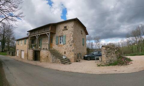 Gîte dans village perché entre Lot et Aveyron