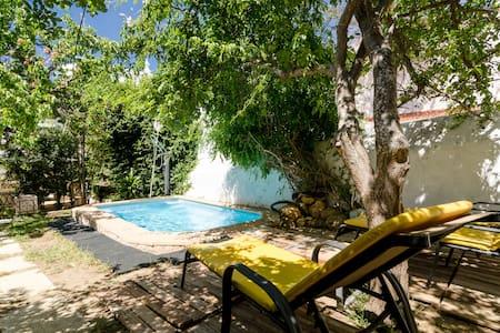 Um estúdio numa casa com jardim!(1) - Lagos - House
