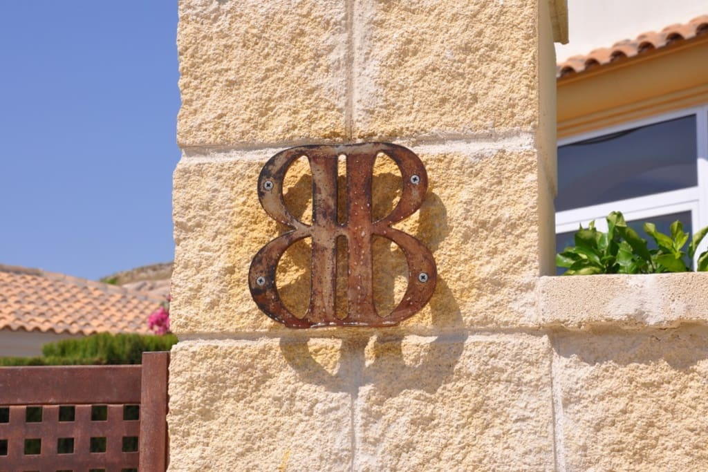House logo. Emblema de la casa.