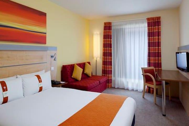 Room at Holiday Inn Express - Cheltenham - Bed & Breakfast