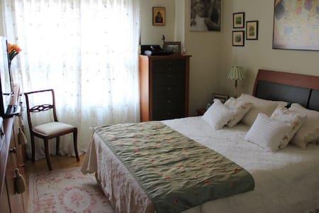 Suite+Bathroom+WIFI+Pool+Airport - Madrid - Bed & Breakfast
