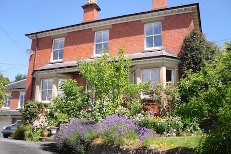 Central Welshpool 4 bed Victorian - Welshpool