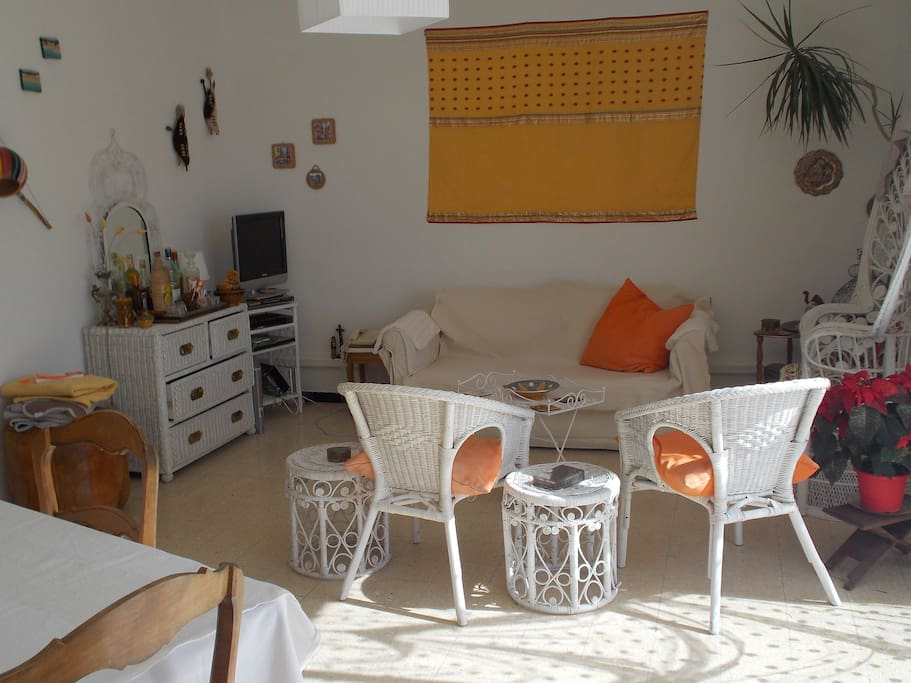 Un petit coin de paradis appartements louer six for Le bon coin location salon de provence