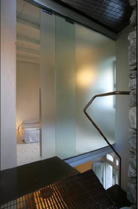 Primo piano: camera da letto e bagno