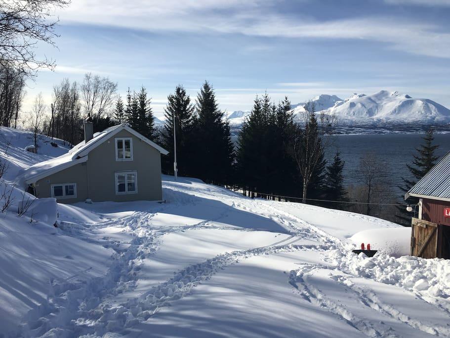 Cabin at Lyngenfjord, view to the Lyngen Alps