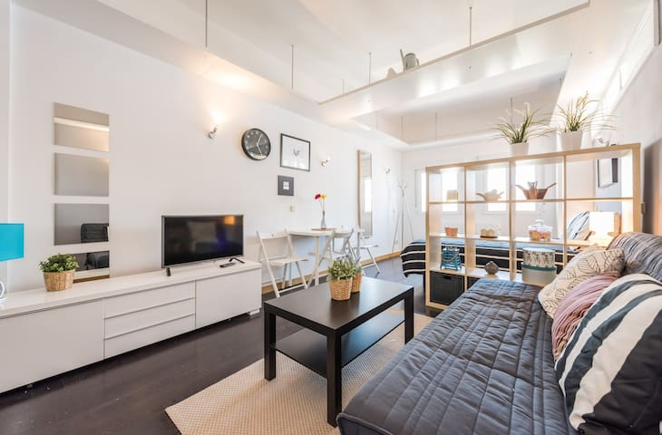 Modern flat right on Plaza Chueca - Madrid - Byt