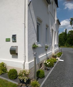 alte VILLA - voll möbliert bis 2 Gäste neues BAD - Ebernhahn - Casa