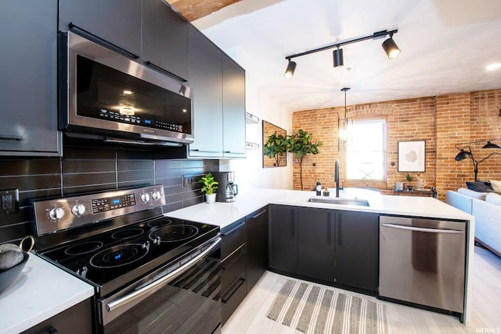 Newly Renovated Industrial Modern Downtown Loft