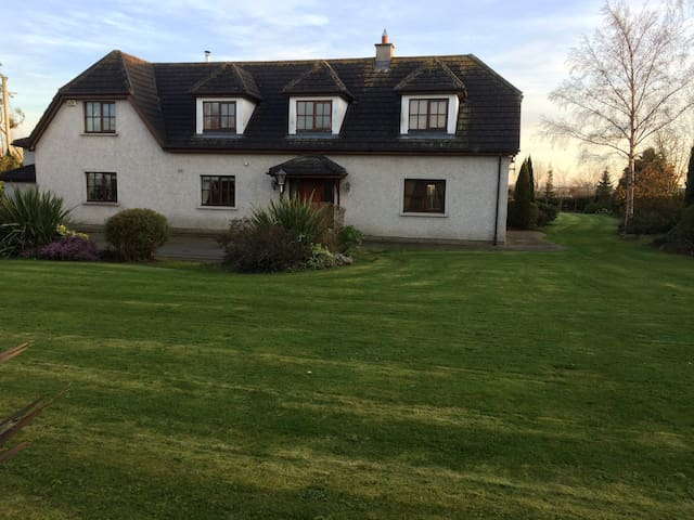 5* country hse near Dublin airport - Donabate