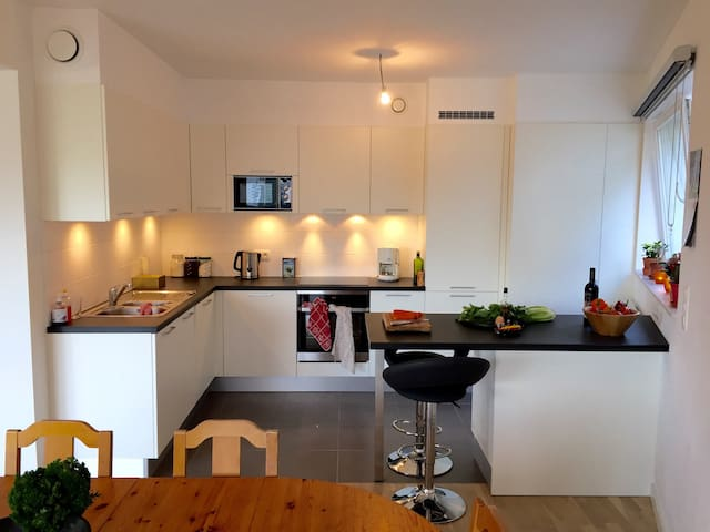 Double room in a sunny modern flat - Schaarbeek - Wohnung